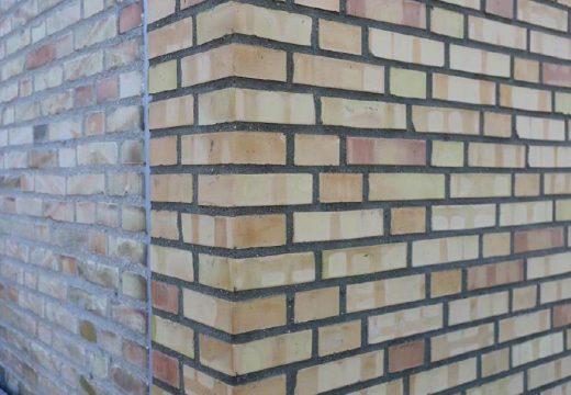 Traditionelt muret hjørne med dilatationsfuge